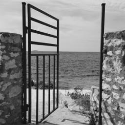 door sea blackandwhite