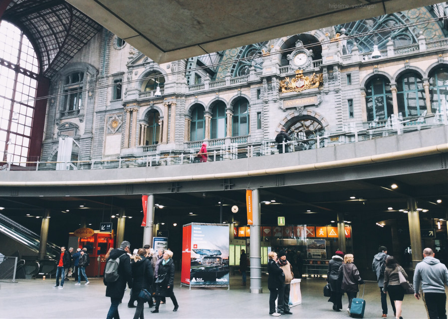 #FreeToEdit #random #urban #people #photography #photo #crowd #station #architecture #beautiful #colorful #travel #interesting #trip #train #picsart 😊